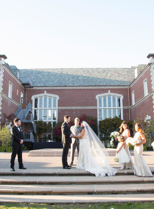outdoor wedding ceremony at Kohl Mansion