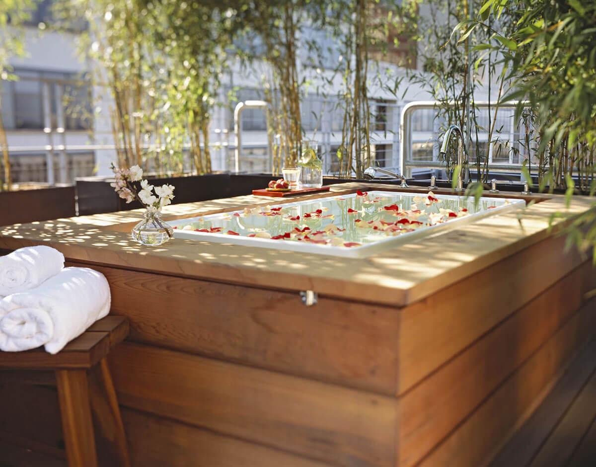 Spa Vitale private bath in bamboo garden